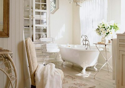Country Chic Styling with a beautiful claw foot tub